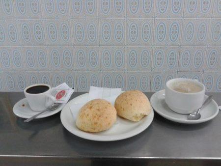Pão de queijo tradicional do Café Nice em BH