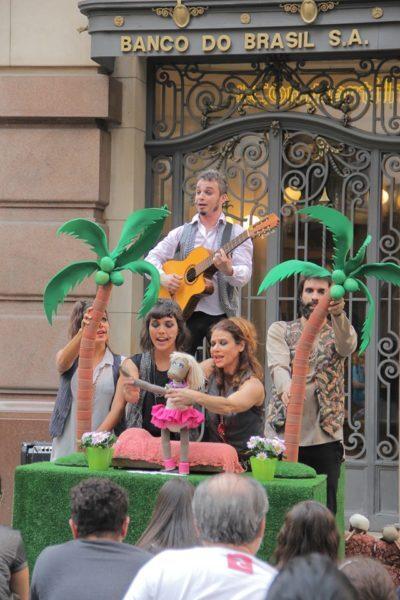 A peça Ovelha Negra, da Cia PeQuod, apresentada na programação do festival de teatro infantil MiriM do CCBB SP