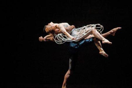 Coreografia Antiche Danze, de Mauro Bigonzetti do balé da cidade de são paulo