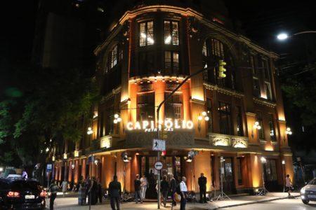 fachada do cine capitólio à noite
