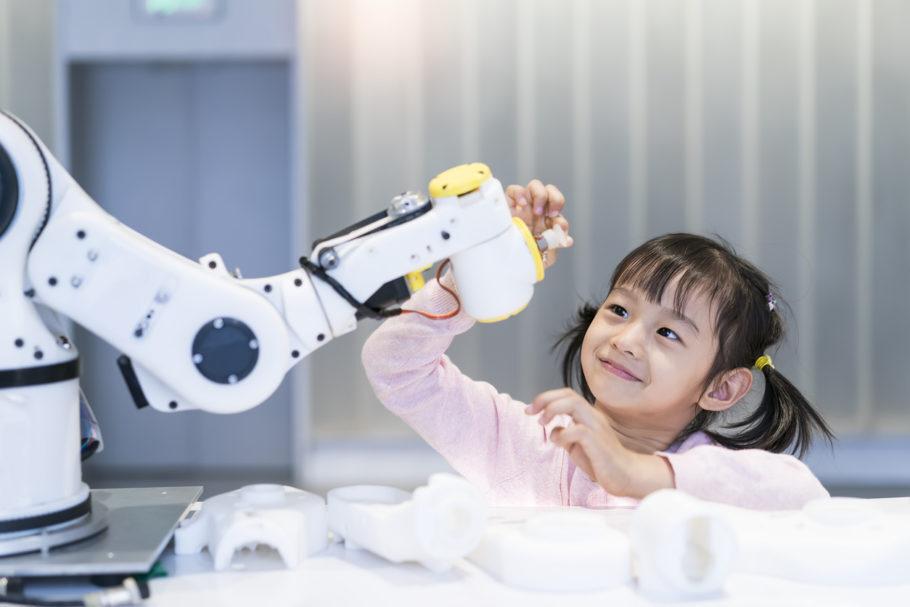 As diferenças entre pessoas e robôs não precisam excluir a gentileza com as máquinas