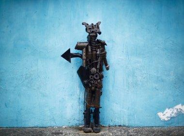 estátua de exu na porta da fundação jorge amado