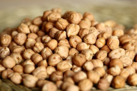 <b>Grão-de-bico</b> - É importante incluirmos essa leguminosa em nosso cardápio, já que a proteína que contém é facilmente digerível