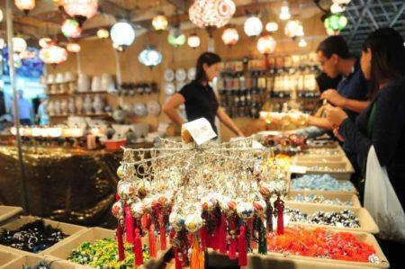 bijuterias expostas no salão do artesanato no pavilhão da bienal em são paulo