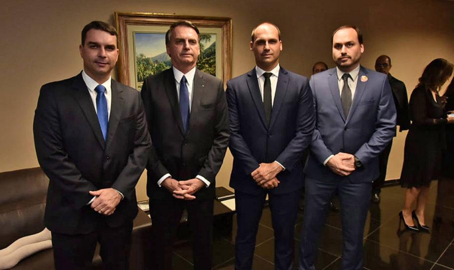Família Bolsonaro migra do Twitter para rede social de direita
