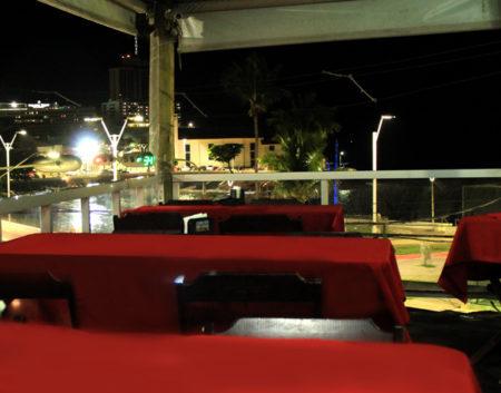 salão do confraria do frança tem vista pra praia do rio vermelho