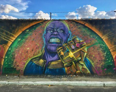 graffiti do vilão thanos no beco do hulk