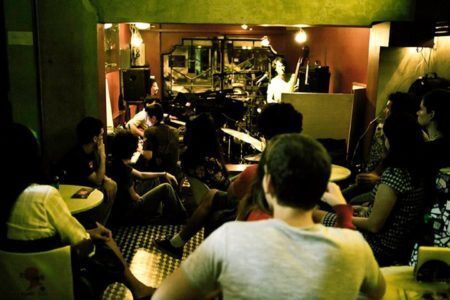 o músico Frederico Heliodoro e seu grupo passaram o dia no Café com Letra para gravar o primeiro CD o músico