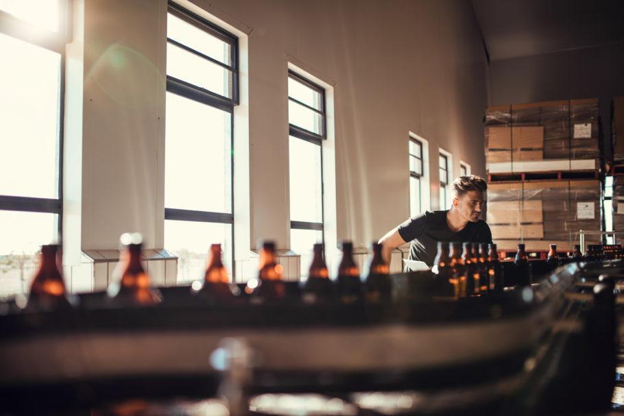 Linha de produção de uma cervejaria