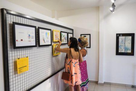 mulheres em exposição de arte da galeria hipotetica em porto alegre