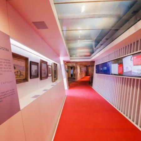 corredor do grande hall de exposições do farol santander