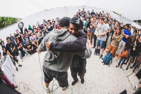 músicos se apresentam no festival musical do pixel show