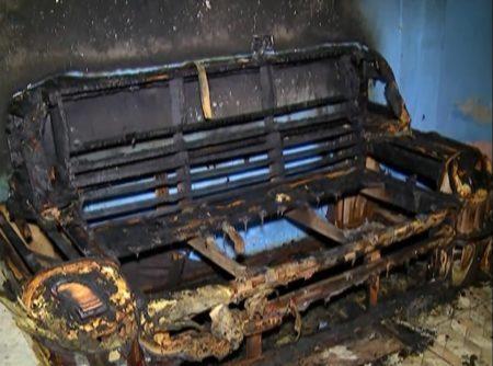 Foto de sofá queimado