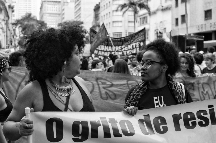 mulheres em manifestação