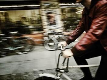 """Exposição """"On The Bike"""" casa tegra"""
