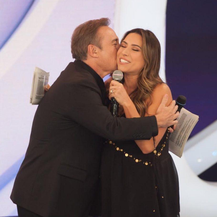Gugu abraça e beija Patrícia Abravanel