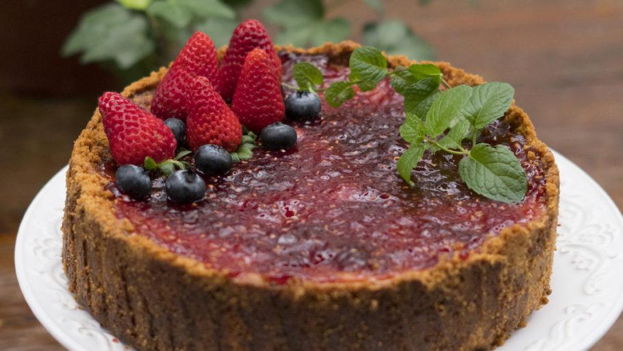 Torta de Leite Condensado com Morango