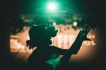 A exposição RePangea – Uma Experiência Tecnoxamânica em Realidade Virtual , desenvolvida por Anapuaka Tupinambá estará no yby festival