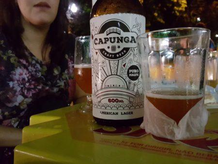 garrafa de cerveja capungo no box vitoria regia