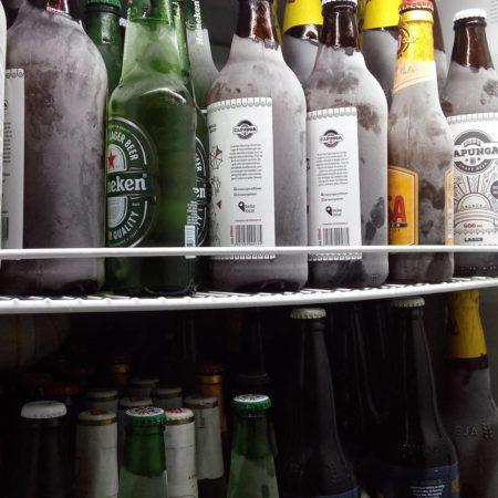 geladeira do box vitoria regia cheia de cervejas muito geladas