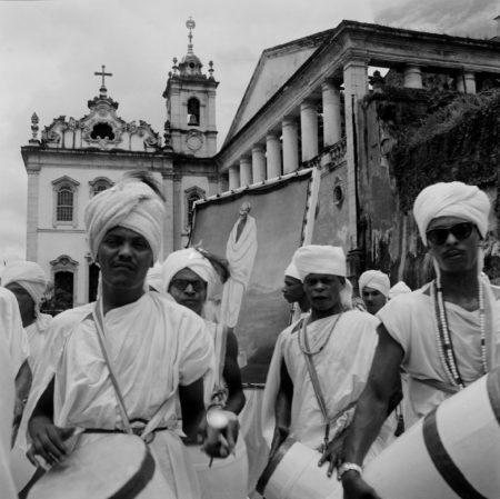 Grupo Filhos de Gandhi em desfile por Salvador