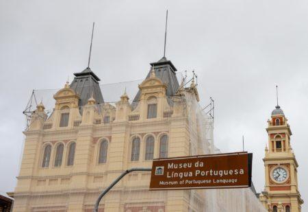 prédio do museu da língua portuguesa em reconstrução