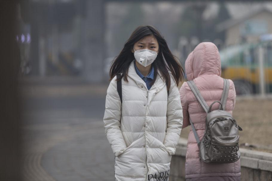 mulheres chinesas usando máscara