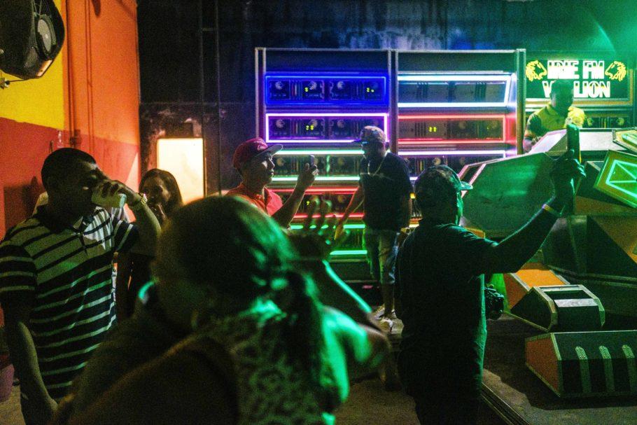 foto de Felipe Larozza para a exposição radiolas