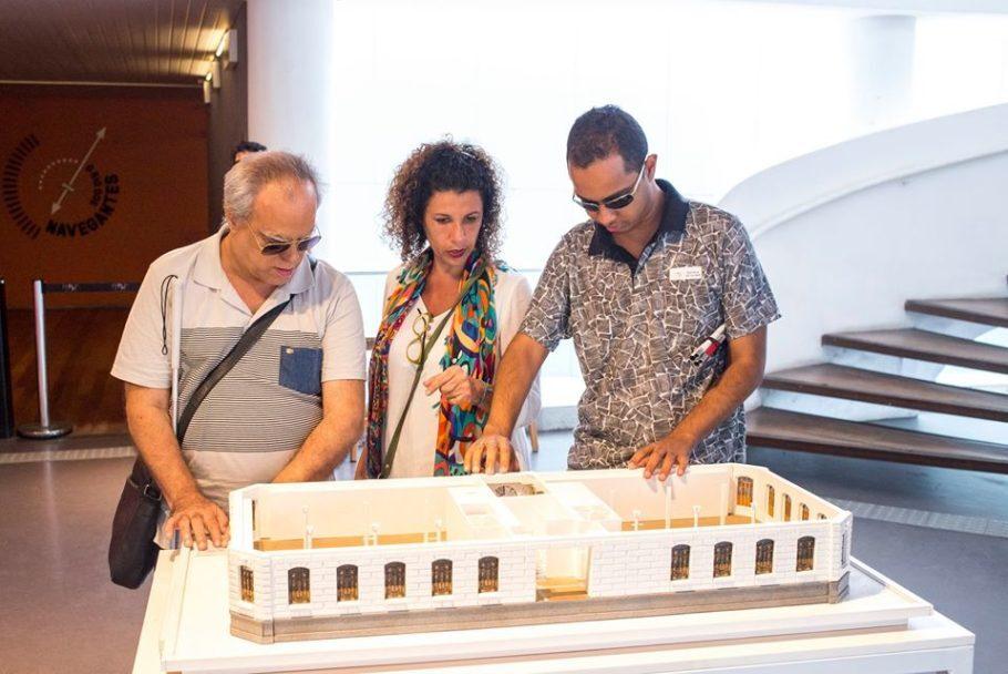 Maquete tátil do MAR, opção de turismo acessível no RJ