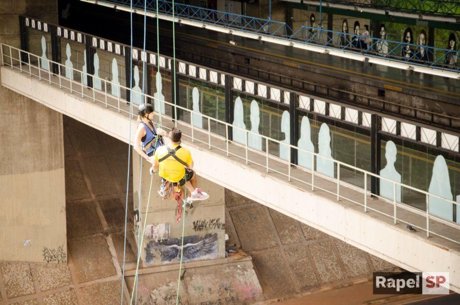 rapel no viaduto sumaré passa pertinho da plataforma do metrô
