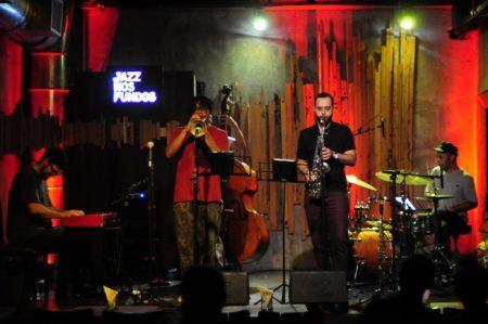 show rolando no jazz nos fundos