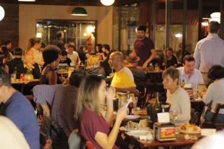 público comendo no festival gastronômico da ceagesp
