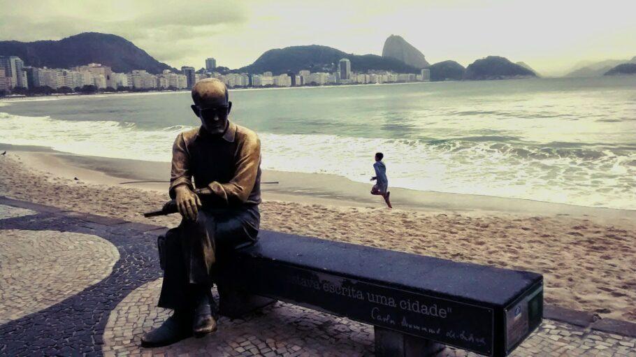 Carlos Drummond de Andrade em Copacabana, Rio de Janeiro