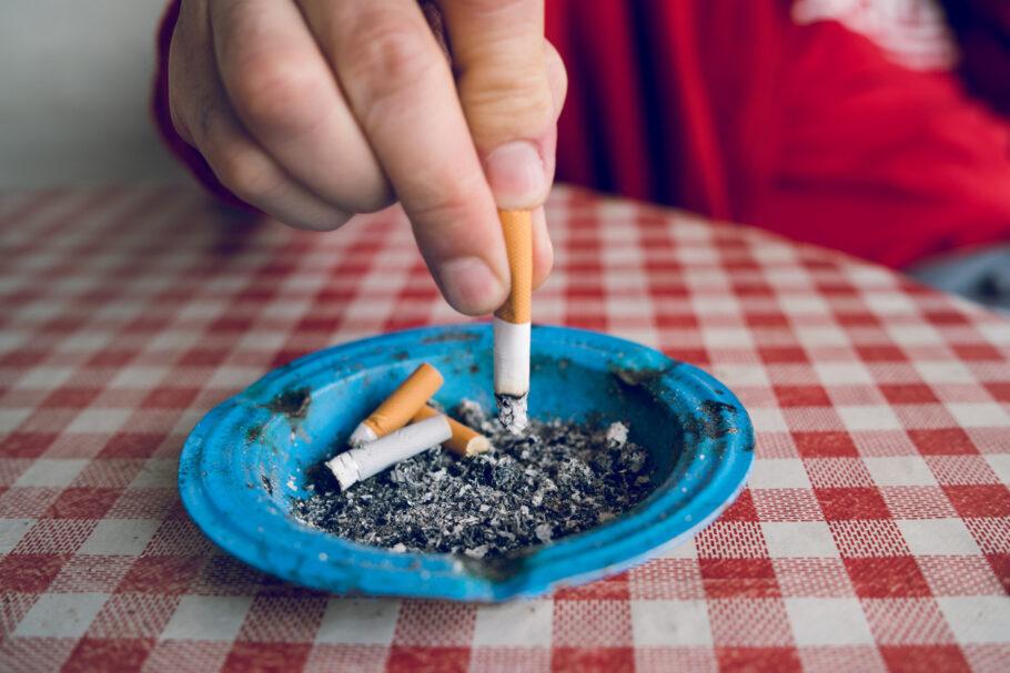 cigarro cinzeiro