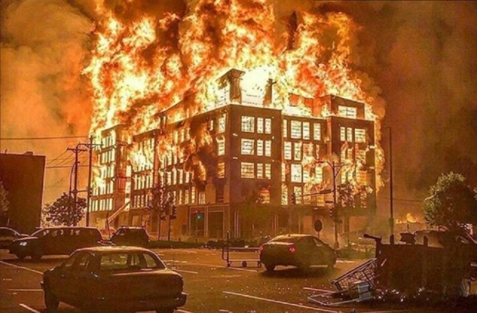 Manifestantes incendeiam delegacia em Minneapolis em protestos ...