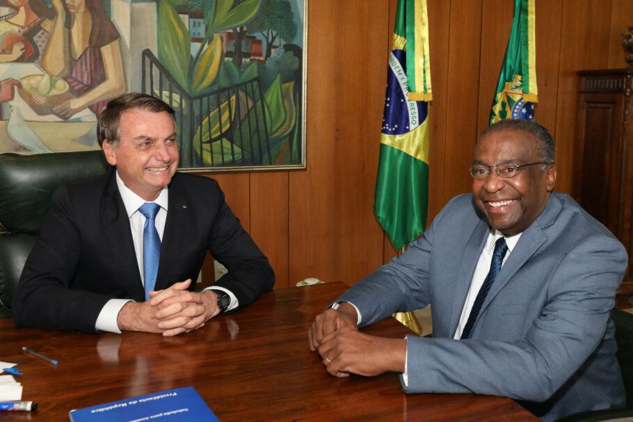 O presidente Jair Bolsonaro com o novo Ministro da Educação, Carlos Alberto Decotelli
