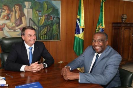 Bolsonaro confirma demissão de Decotelli do MEC após currículo falso