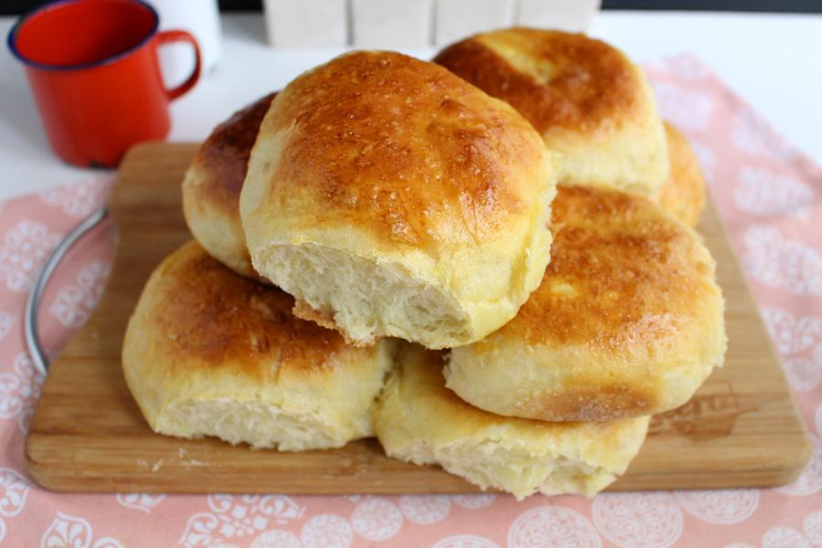 Pão de batata fácil com dois queijos