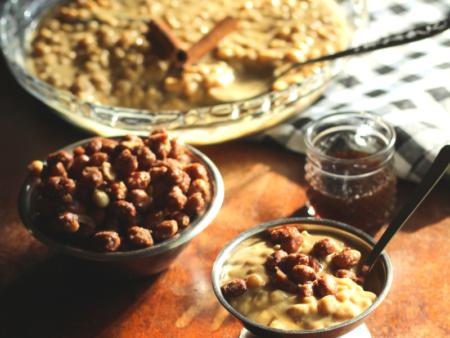 Canjica vegana cremosa com amendoim crocante