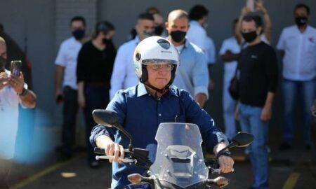 Bolsonaro saiu de moto por Brasília