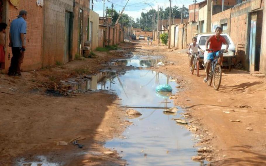 100 milhões de brasileiros vivem sem saneamento básico para esgoto