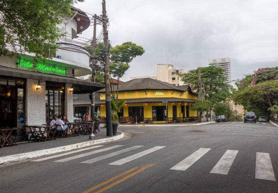 Bares e restaurantes não poderão servir clientes nas calçadas e só podem ficar abertos até as 17h