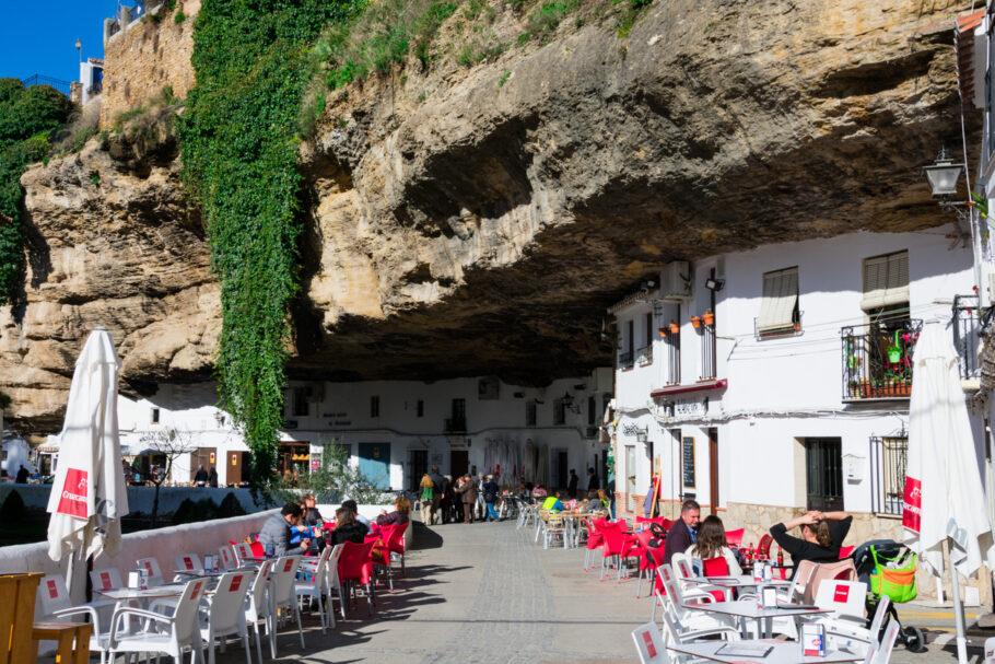 Setenil de las Bodegas foi eleita a rua mais bonita do mundo