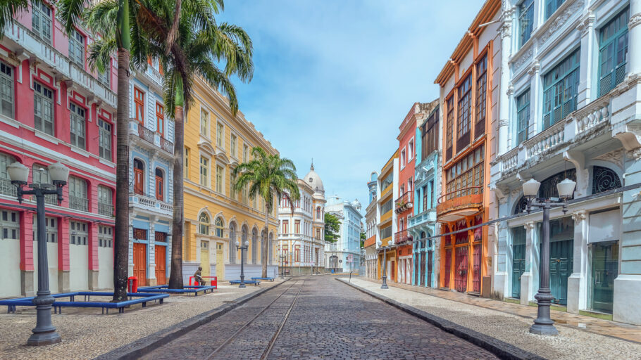 Rua do Bom Jesus, no centro antigo do Recife, foi considerada a terceira mais bonita do mundo