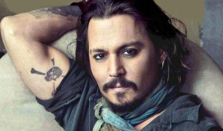 Johnny Depp apareceu caído, supostamente sob efeito de drogas