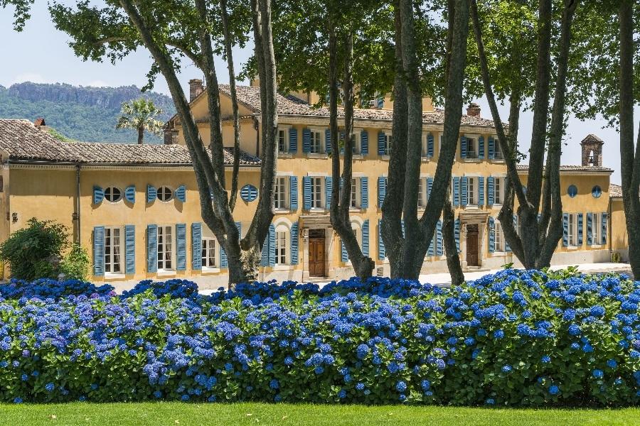 Uma das opções é passar a lua de mel no castelo da própria vinícola, no sul da França
