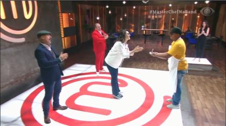 Paola Carosella emociona ao anunciar 1º campeão do MasterChef