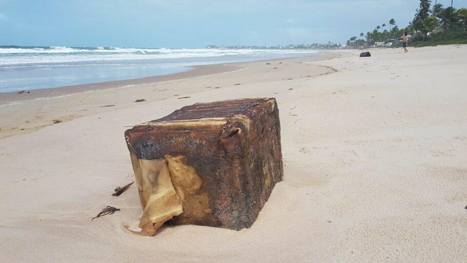 Fardos misterioso reaparecem no litoral de Pernambuco