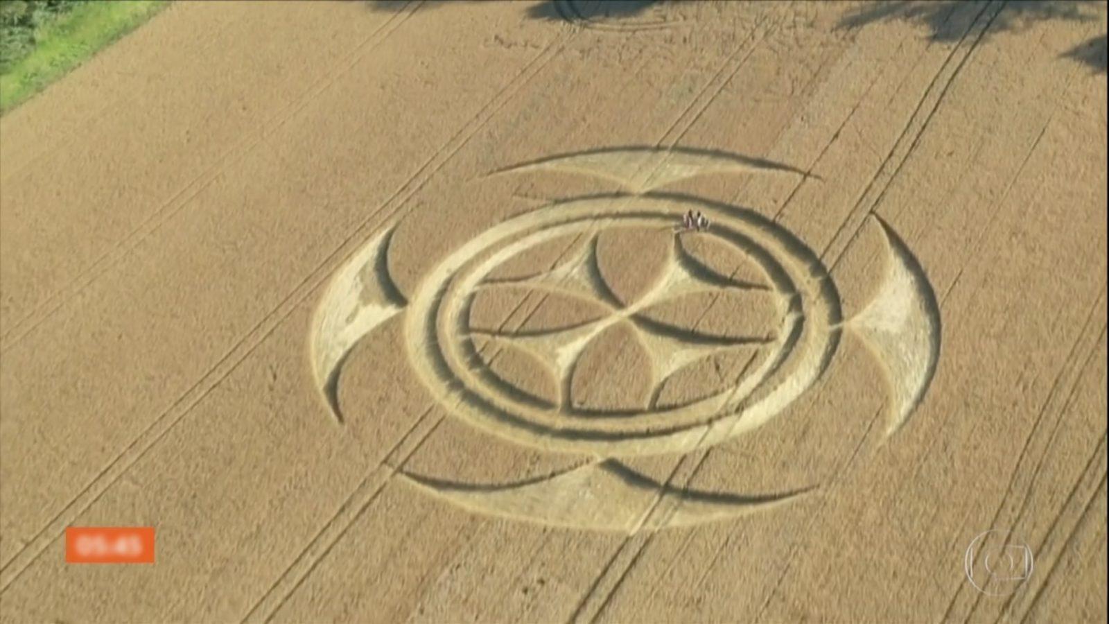 Símbolo misterioso gigante aparece em plantação na França – Catraca Livre – Notícias