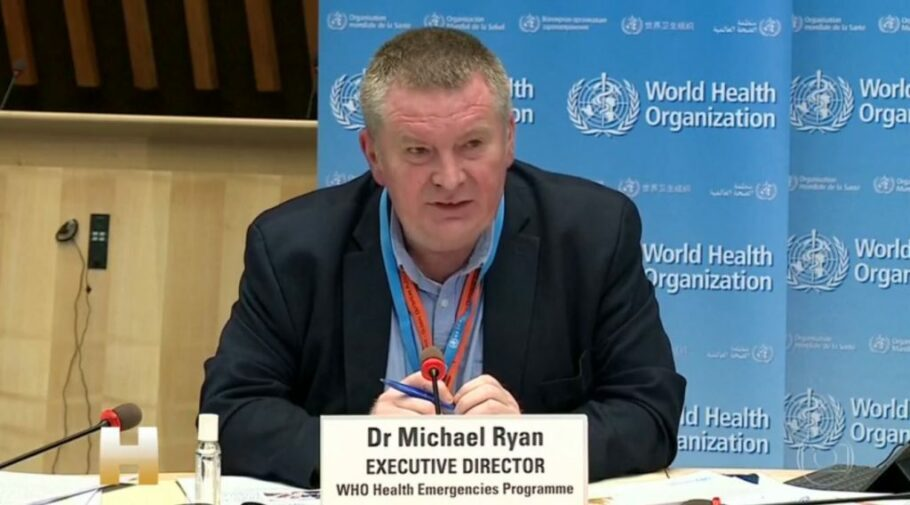 """Apesar da estabilização, Michael Ryan diz que quadro da doença """"ainda é muito severo"""" no Brasil"""